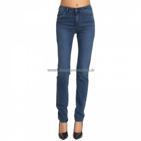 ... armani jeans pas cher femme France Vente. Achetez les nouvelles baskets  Nike pour hommes et femmes, con  ues pour le style et la performance. 4c0fee77bc9